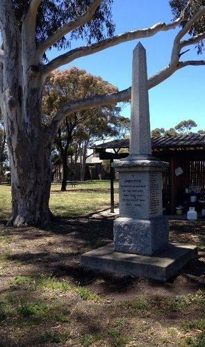Campbellfield Soldiers Memorial : November 2013