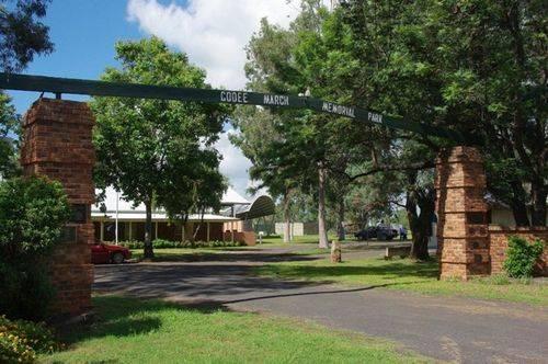 Coo-ee Memorial Park + Gates : July 2014