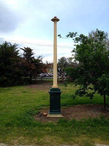 G.T.Dickie Memorial Light : October 2013