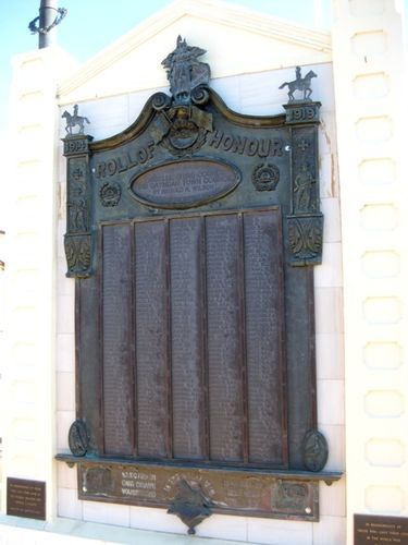 Gayndah War Memorial Closeup :01-10-2009