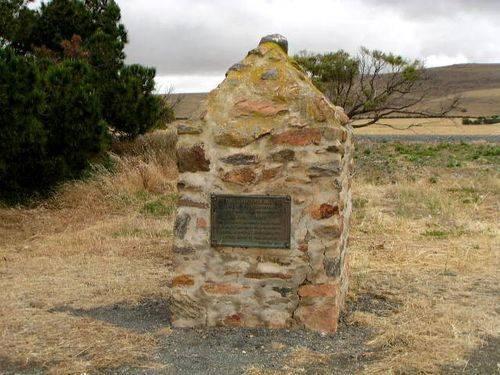 John Tennant Memorial Cairn : 2004