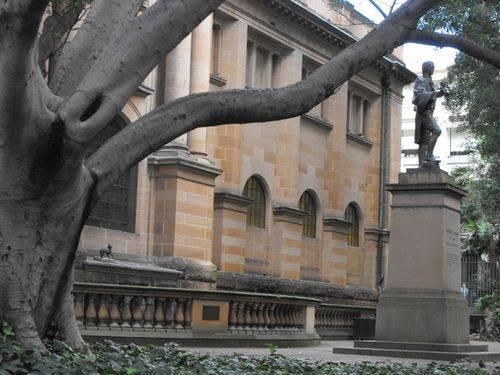 Matthew Flinders Statue + Trim ( Background)