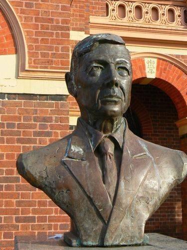 Sir MacFarlane Burnett
