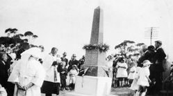 25-April-1925 : Memorial unveiling : State Library of South Australia - B-2646
