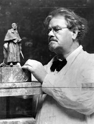 1934 : Paul Montford with clay model of monument : State Library of Victoria : H38849/1926