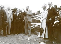 08-April-1902 : Monument unveiling - State Library of South Australia - B-10178