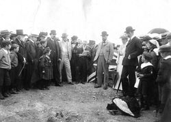08-April-1902 : Monument unveiling - State Library of South Australia - PRG-280-1-1-4