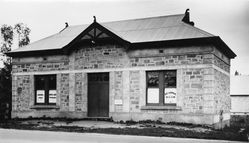 1933 : State Library of South Australia - B-8919