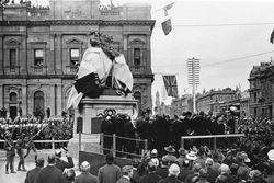 06-June-1904 : Monument unveiling : State Library of South Australia - B-62687